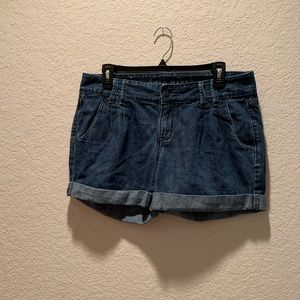 Old Navy pleated cuffed shorts, size 8